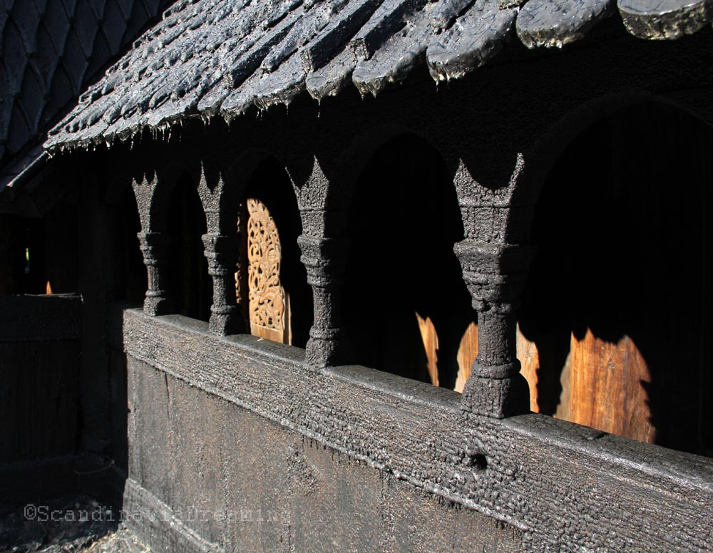 Galerie de l'église de bois