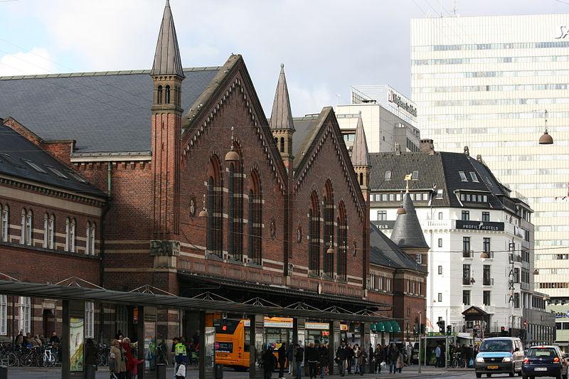 800px-Copenhagen_Central_Station_(Bernstorffgade)