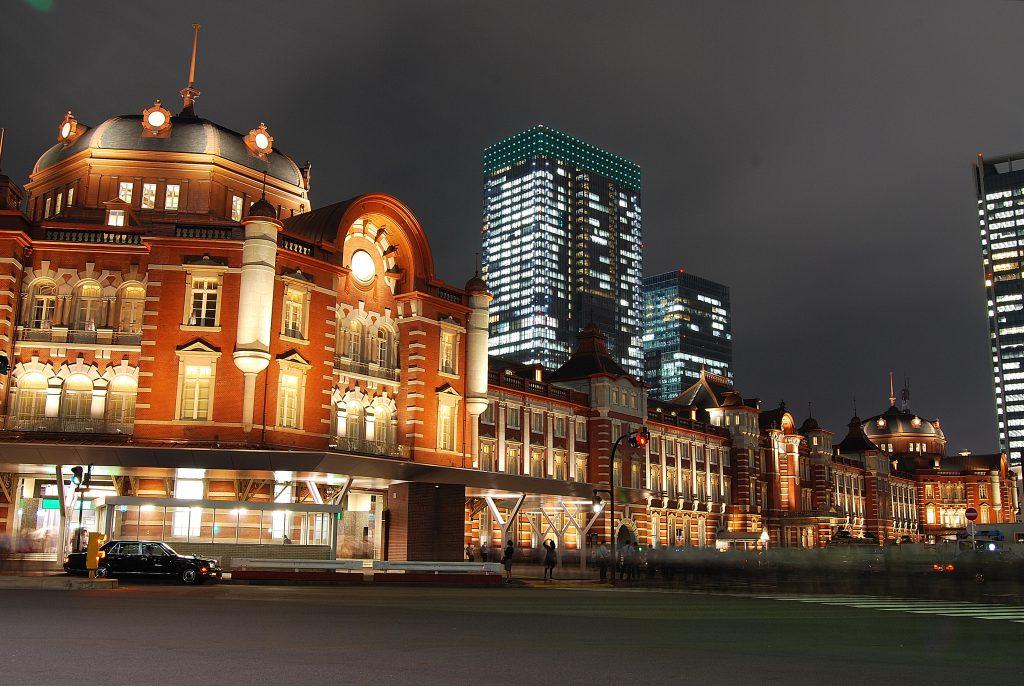 Tokyo_station_from_marunouchi_oazo