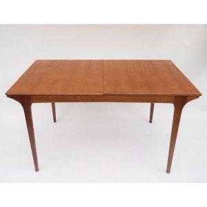 Table de salle à manger McIntosh, une rallonge «papillon»