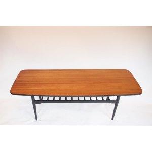Grande table basse vintage, double plateau, bois noirci