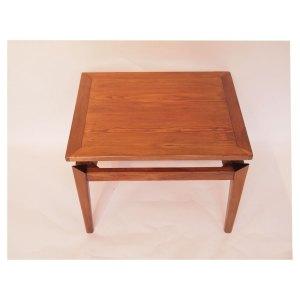 Petite table basse, ligne épurée, vintage scandinave