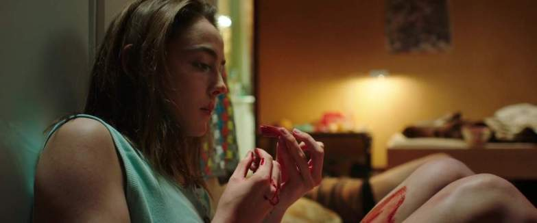 Don't eat that finger! Julia Ducorneau in Raw (2017)