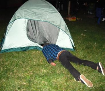 Funny-Drunk-Camping-Pictures-24