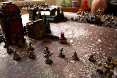 """As the first shooting phase begins, the entire Tau battleline lights up the horizon. Jacob activates his commander's ability to give all 'Tau Empire' units within 6"""" a well needed re-roll to hit. Fredrik prepares for the incoming iron rain!"""