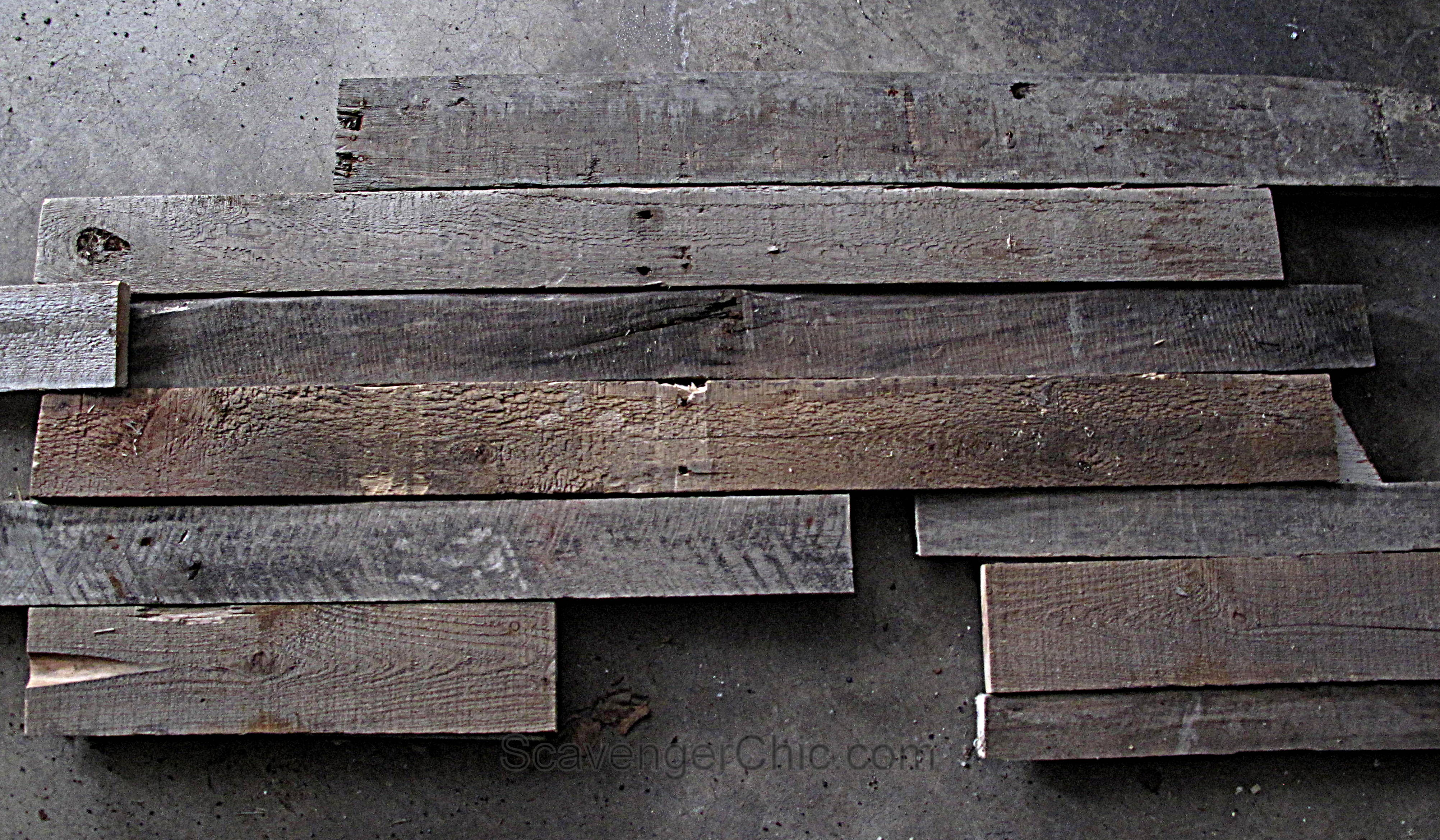 Rustic Pallet Wood Arrow diy - Scavenger Chic