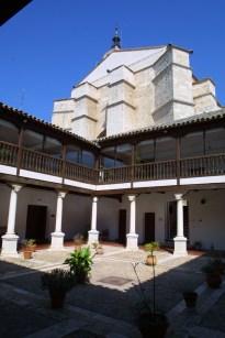 Patio Villaseñor con catedral al fondo