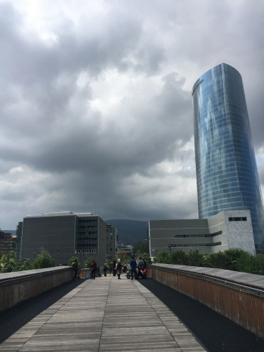 SCB Spain Convention Bureau. Bilbao. Torre Iberdrola desde pasarela