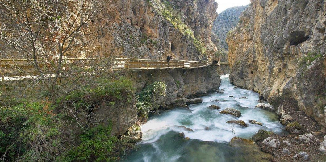 ALTIPLANO. Castril. Pasarela sobre el río Castril. Parque Natural de la Sierra de Castril.
