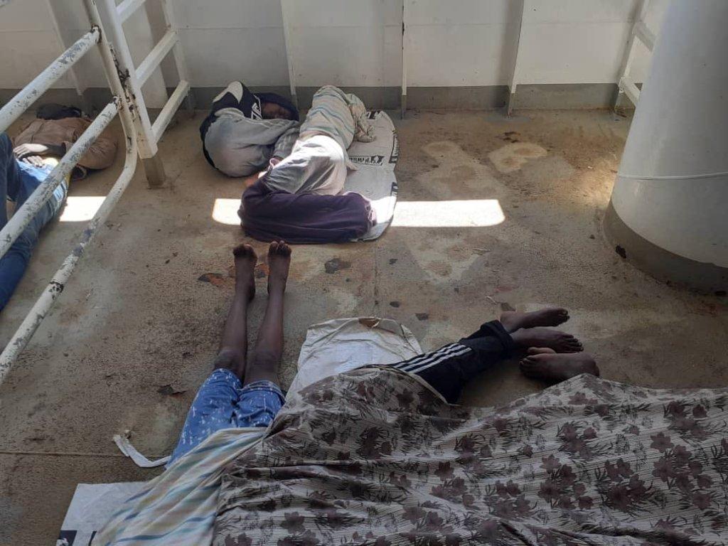 Les migrants sont épuisés par des jours en mer sans eau ni nourriture. Crédit : DR