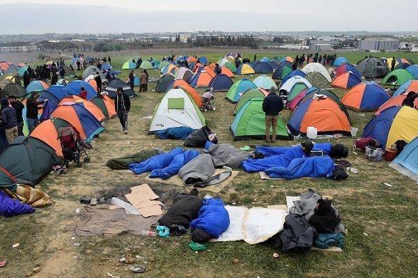 Prs de 500 personnes rassembles  Diavata prs de Thessalonique en Grce Crdit  Reuters