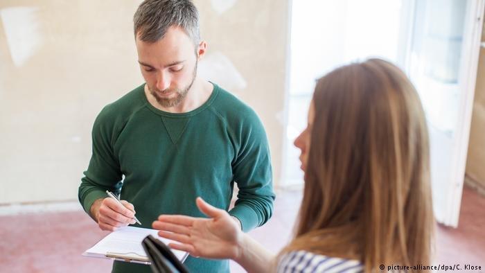 المؤجر والمستأجر يتحملان مسؤولية المعلومات التي قدماها في عقد الإيجار