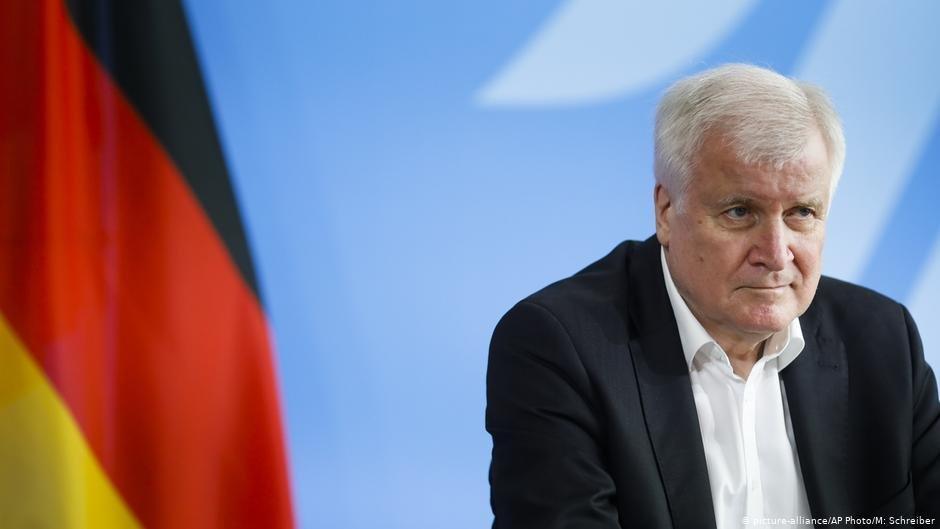 Le ministre allemand de lIntrieur souhaite linstallation de camps en dehors des frontires de lUE  Photo  Picture-allianceAP PhotoMSchreiber