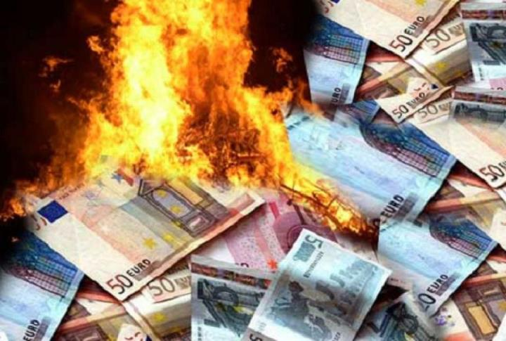 sprechi denaro che brucia