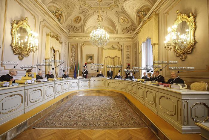 LA CORTE COSTITUZIONALE METTE UNA PEZZA SULL'ITALICUM. PALLA AL PARLAMENTO