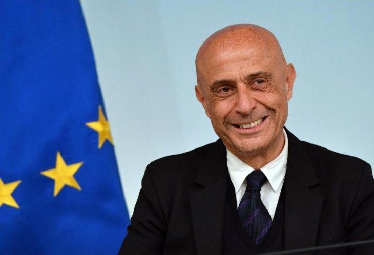 COI SOLDI PER I MIGRANTI POTREMMO DARE 10 MILA EURO AD OGNI BAMBINO NATO IN ITALIA. MINNITI E GENTILONI, ABBIATE UN PO' DI PUDORE E TACETE