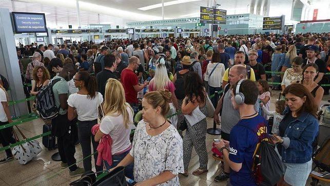 Il piano globalista inizia a creparsi: i controllori aeroportuali iberici chiedono ca. il 30% di aumento di stipendio!