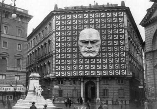 Il precedente della legge Acerbo del 1923 di Mussolini sulla fiducia alla legge elettorale: finirà in tragedia anche questa volta, ma con l'EU tedesca a spolparci!