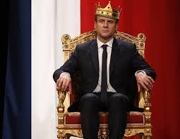 Le Roy Danse: mentre Francia e Colonie sono in rivolta, Macron spende 500 mila euro per rifare la sala da ballo.