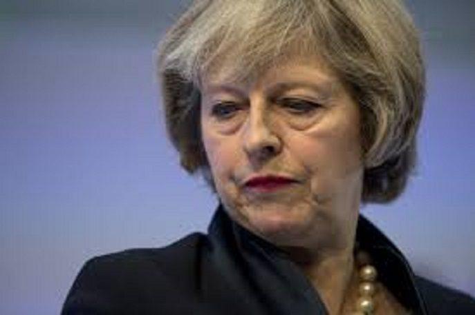 Theresa May rischia di schiantarsi contro una Rocca! Rischia i voti dopo aver ceduto su Gibilterra