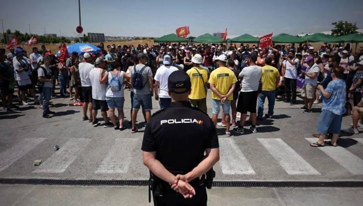 Amazon in Spagna chiama la polizia per far lavorare gli operai che scioperano
