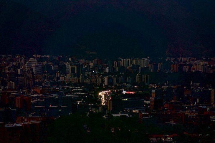 Venezuela, SPARI e blackout mortale di oltre 24 ore. La prova di forza si piega verso Guaidò