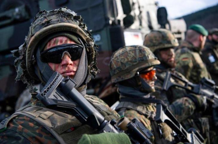 La Germania tradisce la NATO e taglia le spese militari. Fregato pure Macron