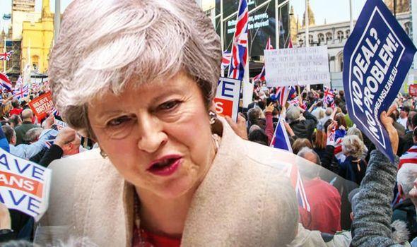 Brexit: una May umiliata si appresta ad usare l'arma finale. Inizia il repulisti dei conservatori Remainer e legion d'onore varie