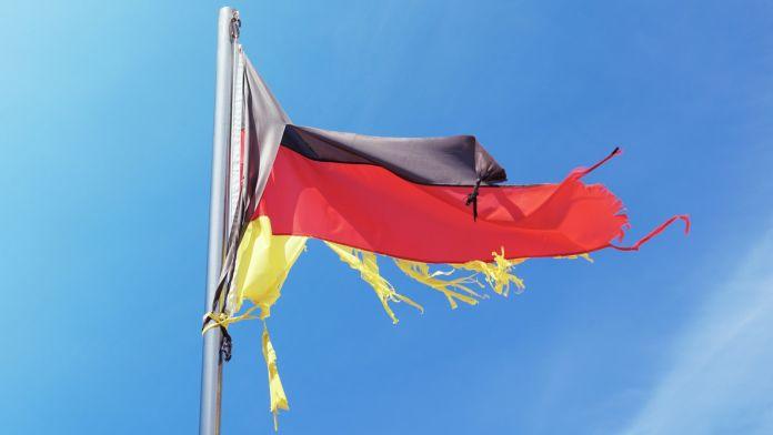BUNDESBANK TAGLIA LE PREVISIONI PER LA GERMANIA.  Lotta di tutti contro tutti