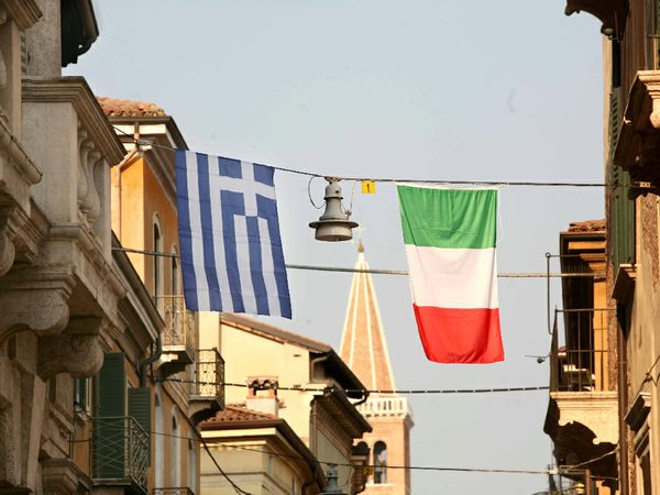 TITOLI ITALIANI PEGGIORI DEI GRECI? Vediamo la verità