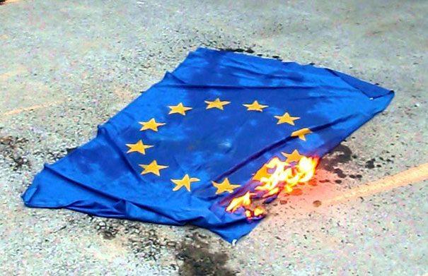 L'Europa è morta e noi siamo in mezzo al tunnel che sta crollando. Come ne usciamo?