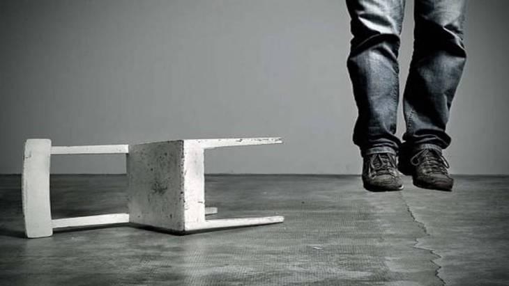 Suicidi e violenze: boom da quarantena (di Ilaria Bifarini)