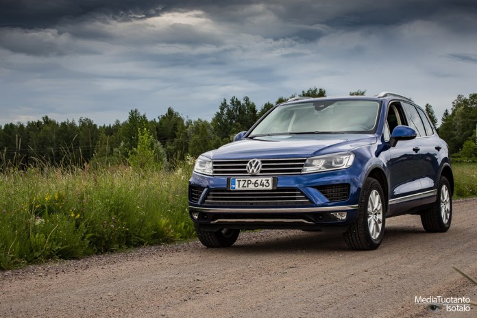 Picking berries with Volkswagen Touareg