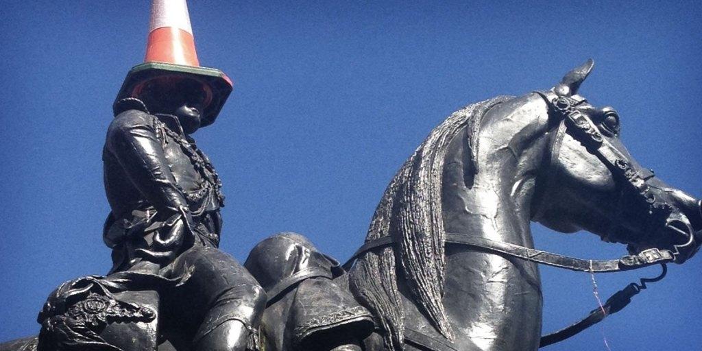 statue_cone