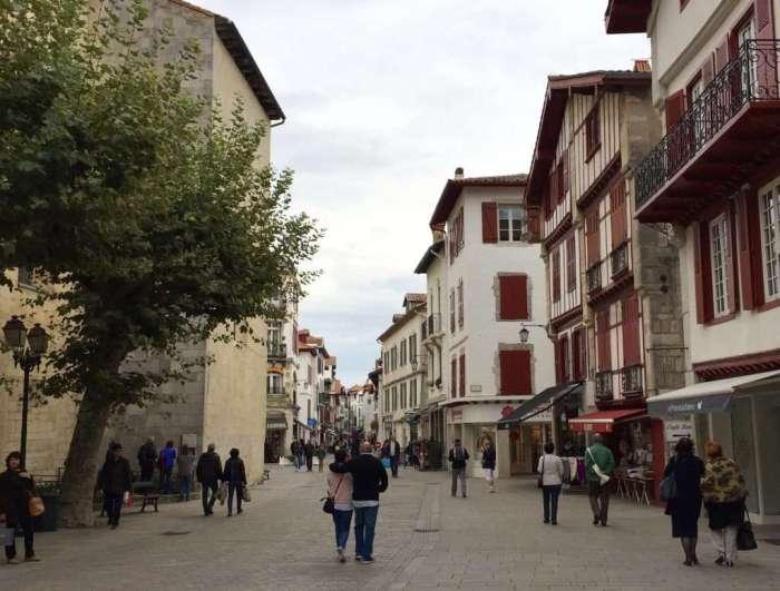 Street scene Saint Jean