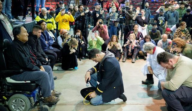 Vergebungszeremonie vereinigt Veteranen und Eingeborene am Standing Rock | Transinformation