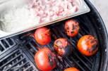 Tomaten kurz und direkt anrösten um die Haut entfernen zu können. Ca. 10 Min in eine Plastiktüte - die Haut geht fast von selbst ab.