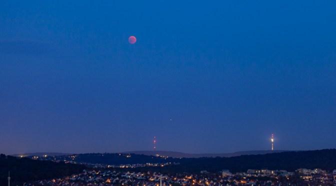 Längste Mondfinsternis des 21. Jahrhunderts und riesiger der Erde besonders naher Mars