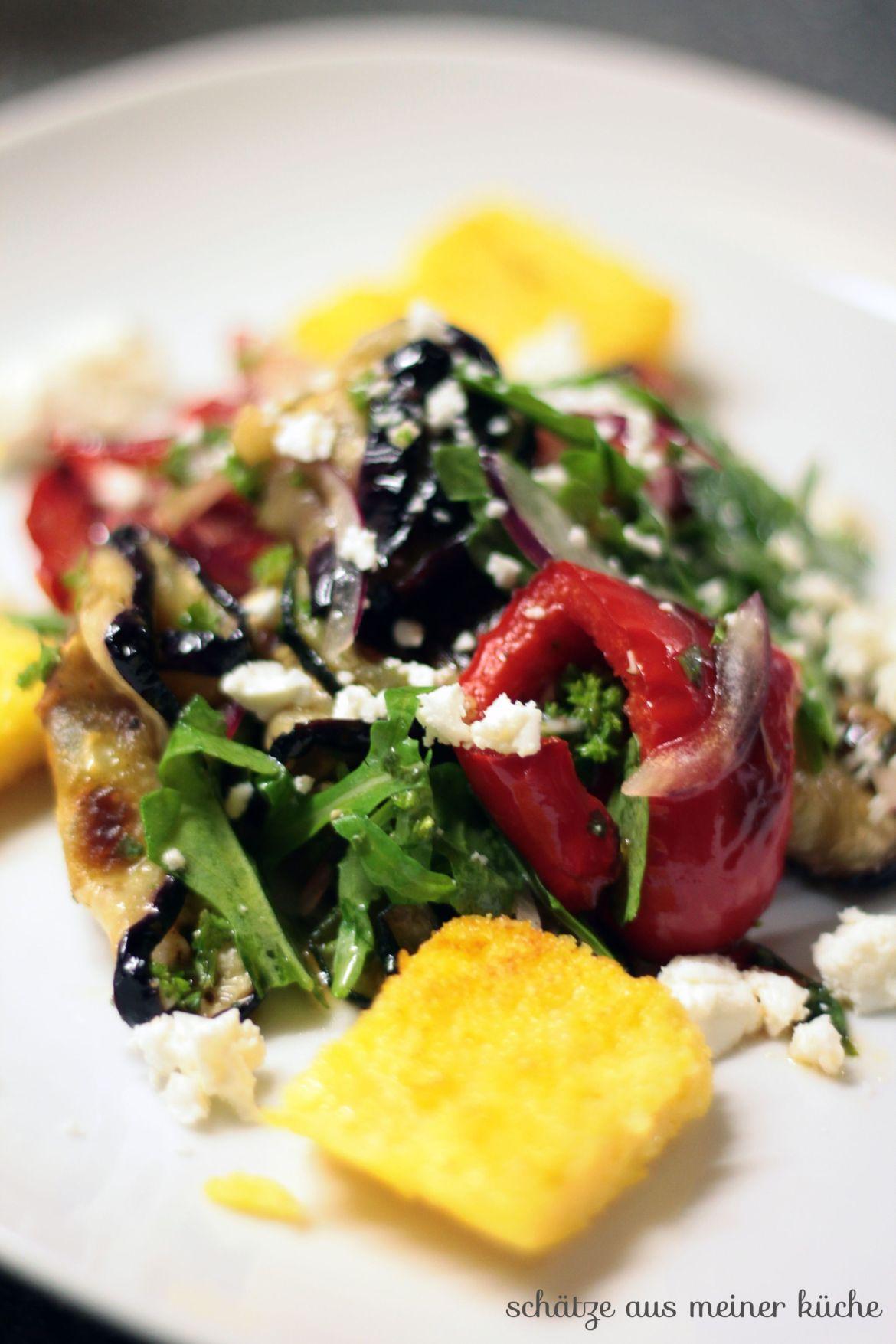 Lauwarmer Grillgemüse-Salat mit Polenta-Ecken