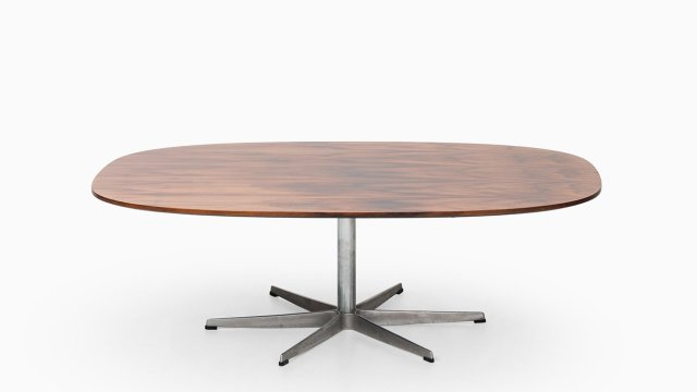 Arne Jacobsen coffee table in rosewood at Studio Schalling