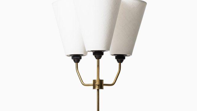 Height adjustable uplight / floor lamp at Studio Schalling