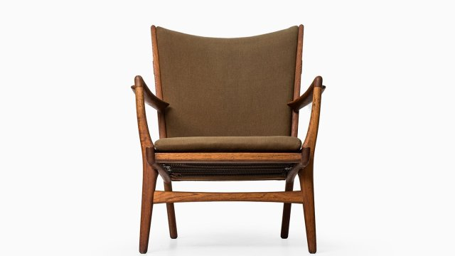 Hans Wegner easy chair model AP-16 at Studio Schalling