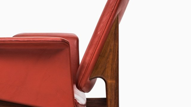 Illum Wikkelsø easy chair model 451 at Studio Schalling