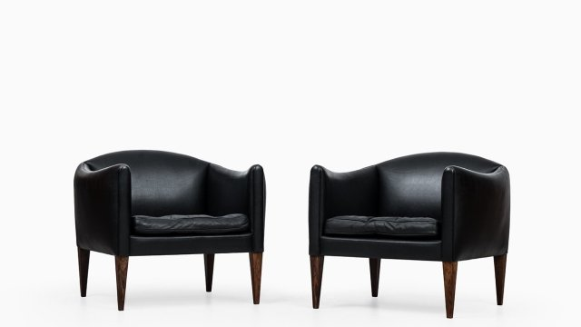 Illum Wikkelsø easy chairs in rosewood and leather at Studio Schalling