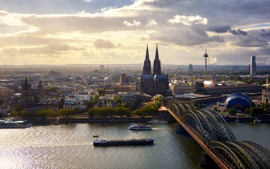 shutterstock 1189176742 - Jahreswechsel auf dem Rhein - Silvesterkreuzfahrt von Düsseldorf nach Boppard