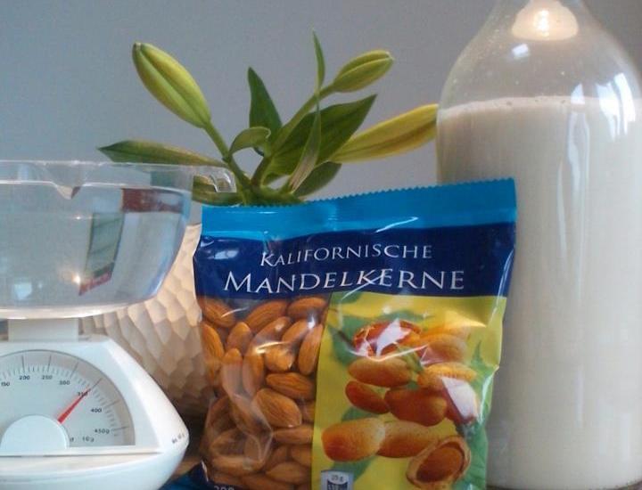 Almond. Almondmilch.