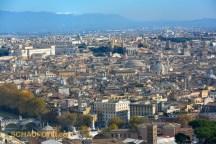 Nochmal die Kuppel im Stadtbild - gesehen aus Richtung Vatikan.