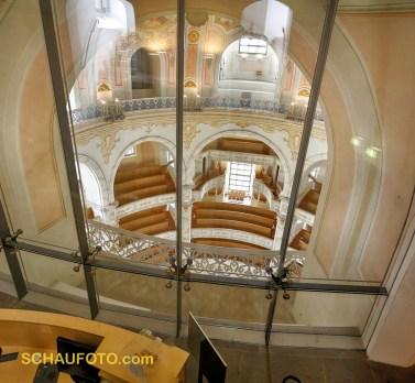 ungewöhnlicher Kirchenraum