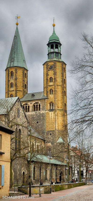 In dieser Ansicht ist der rechte Turm der begehbare Nordturm.