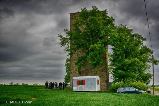 Männer am Turm allein